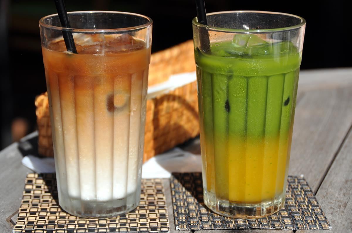 Smoothies, lassis, shakes and fruit drinks